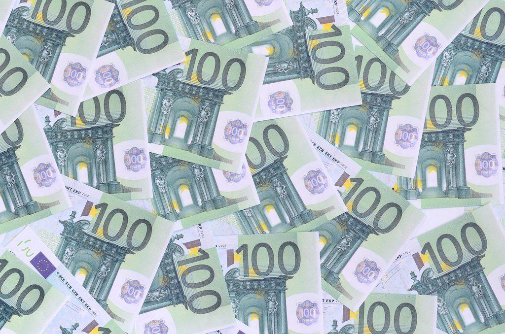 100 euron laina